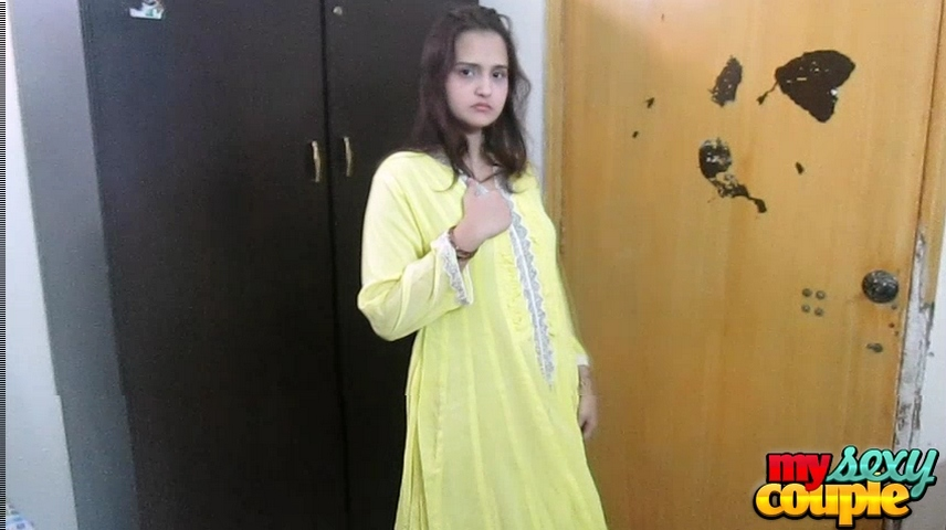 Vid gallery 17. Sonia stripping shalwar suit moaning and asking