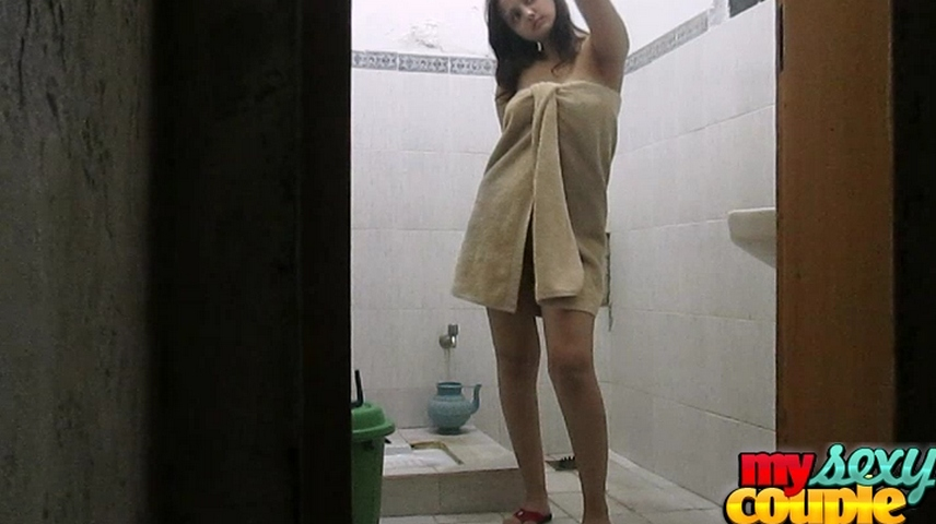 Vid gallery 20. Sunny and sonia in shower on tip tip barsa pani